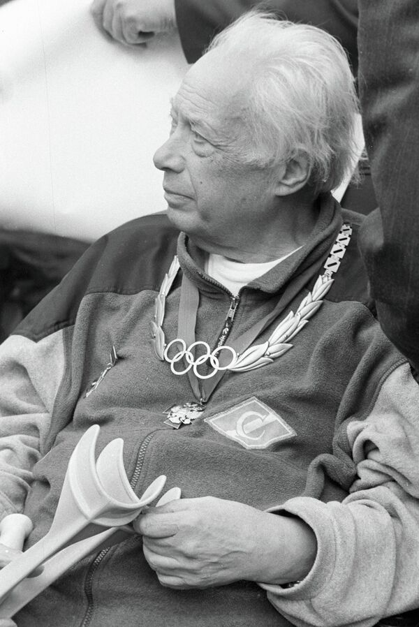 Николай Озеров