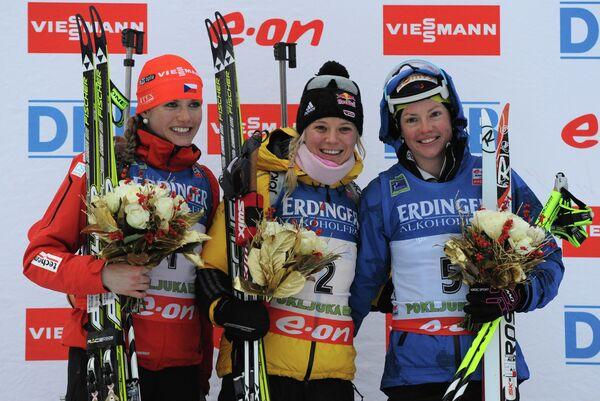 Слева направо: чешская спортсменка Габриэла Соукалова (второе место), немка Мириам Гесснер (первое место) и француженка Мари Дорен-Абер (третье место)
