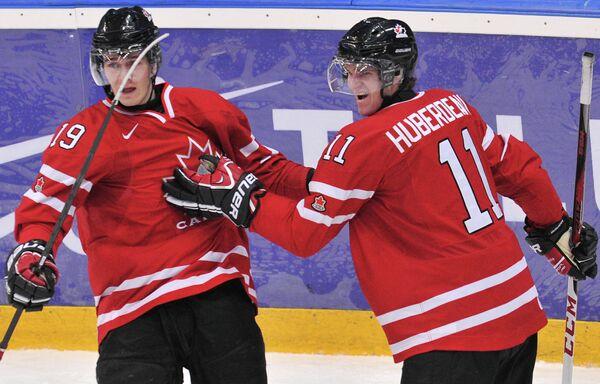 Игроки сборной Канады Марк Шайфли (слева) и Джонатан Юбердо