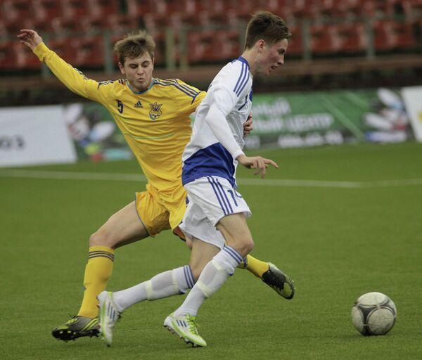 Игровой момент матча между сборными командами Финляндии и Украины