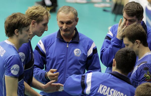 Юрий Маричев (в центре)