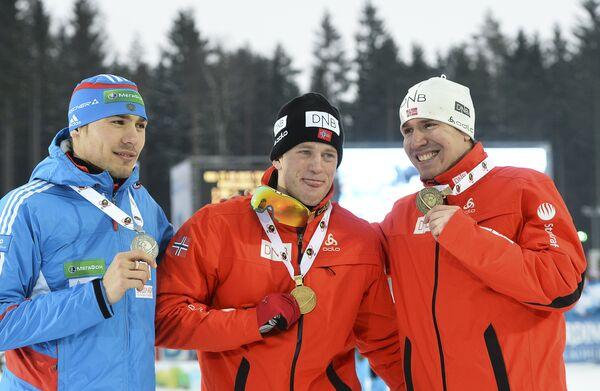 Слева направо: россиянин Антон Шипулин (серебряная медаль), норвежец Тарьей Бе (золотая медаль) и норвежец Эмиль Хегле Свендсен (бронзовая медаль).