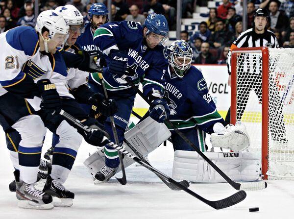 Игровой момент матча НХЛ Ванкувер Кэнакс - Сент-Луис Блюз