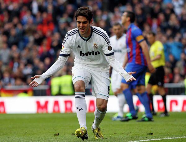 Полузащитник Реала Кака празднует мяч в ворота Леванте