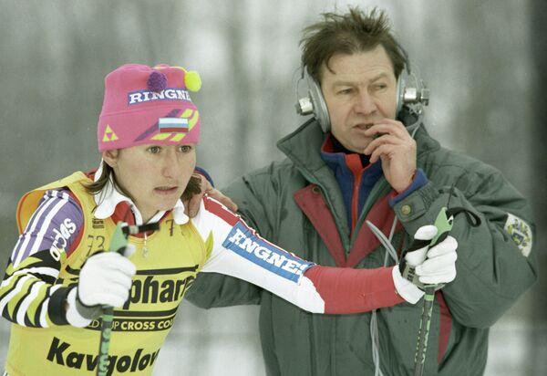 Елена Вяльбе во время старта на Кубке мира по лыжным гонкам