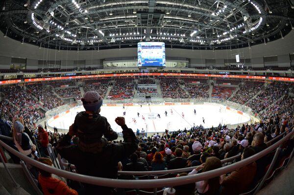 Болельщики на трибунах стадиона во время матча Россия – США