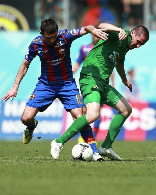 Полузащитник ЦСКА Алан Дзагоев (слева) и полузащитник Кубани Артур Тлисов