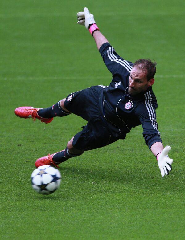 Вратарь ФК Бавария (Мюнхен, Германия) Том Штарке на тренировке
