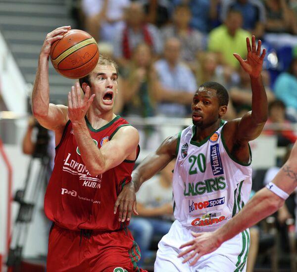 Ник Калатес (слева)