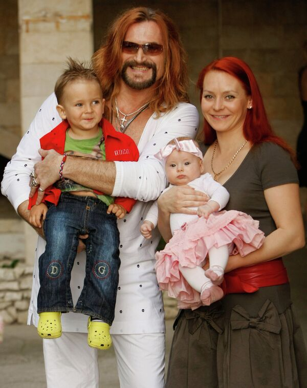 Никита Джигурда и Марина Анисина с детьми