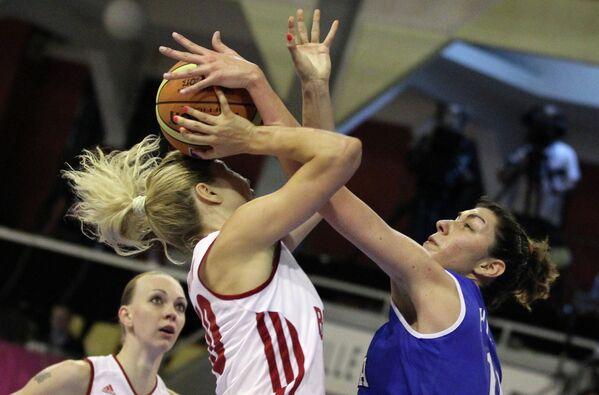 Игровой момент баскетбольного матча Россия - Италия