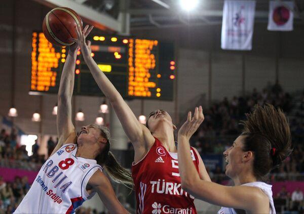 Игровой момент матча сборных Турции и Сербии