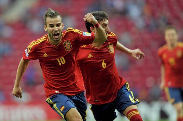 Форвард сборной Испании Хесе празднует забитый в ворота сборной Мексики мяч на молодежном чемпионате мира для игроков не старше 20 лет