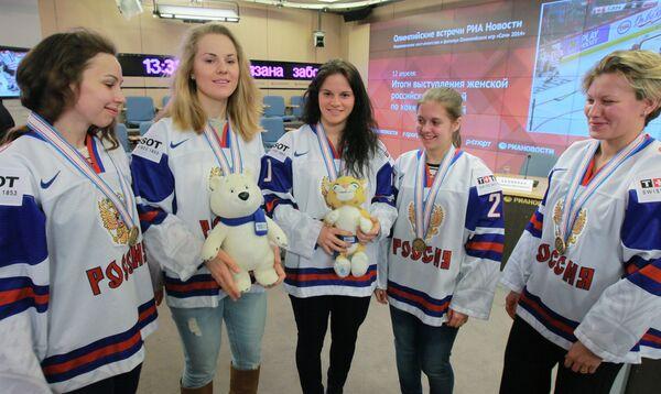 Игроки женской сборной России по хоккею с шайбой