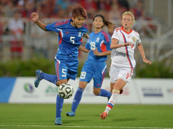 Игроки сборной Китайского Я-Хань Лин, Ман-Тин Линь и игрок сборной России Анна Чоловяга