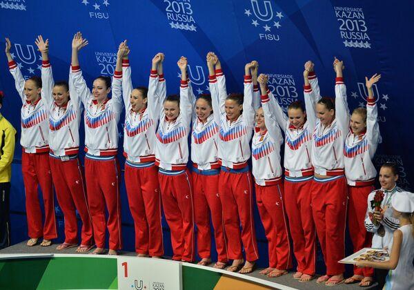 Команда России, завоевавшая золотые медали в соревнованиях по синхронному плаванию