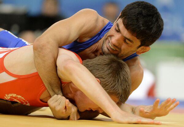 Российский спортсмен Нариман Исрапилов (вверху)
