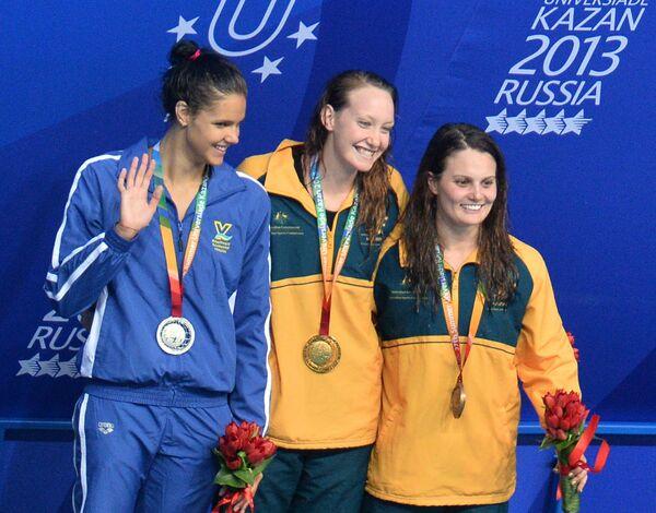 Дарина Зевина,  Мэдисон Уилсон и Хайли Уайт (слева направо)