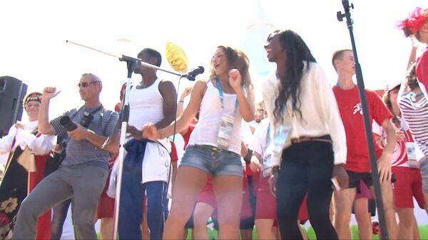 Гости Универсиады танцевали под Gangnam Style на праздновании Сабантуя