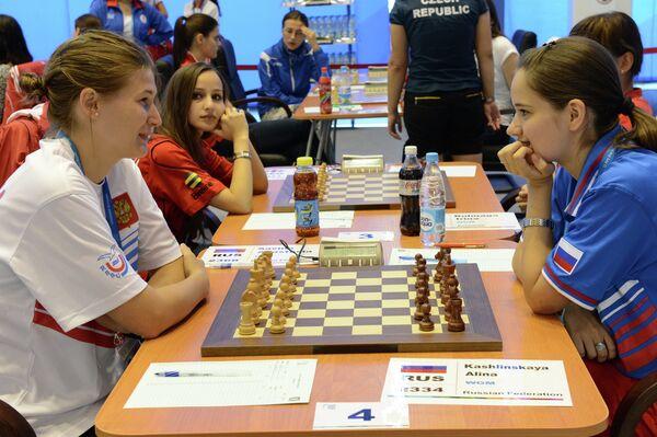 Анастасия Савина (слева) и Анна Кашлинская