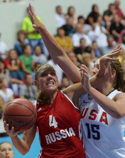 Игрок сборной России Татьяна Григорьева и игрок сборной США Тереза Плезанс (слева направо)