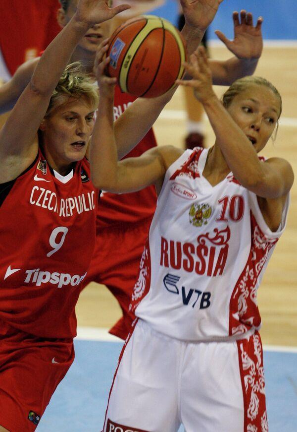 Гана Горакова (слева)