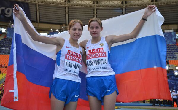 Анися Кирдяпкина и Елена Лашманова (слева направо)
