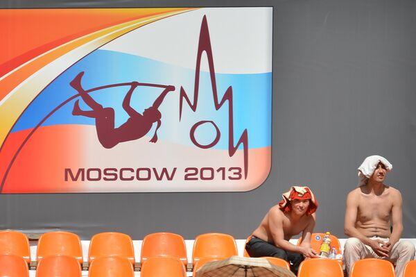 Зрители на чемпионате мира по легкой атлетике в Москве