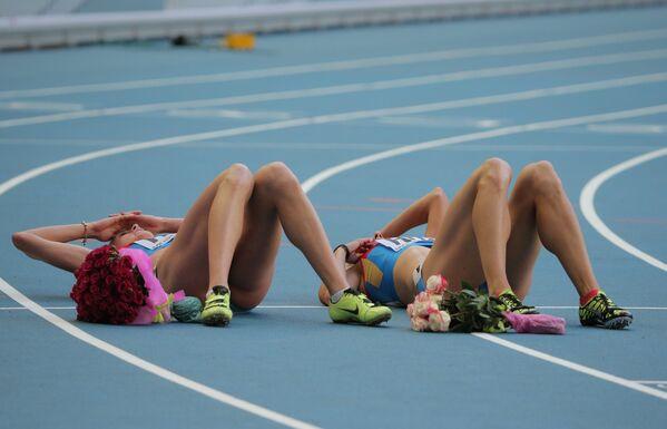 Российские спортсменки после финиша финального забега эстафеты 4х400 метров