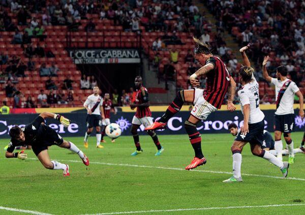 Игровой момент матча Милан - Кальяри