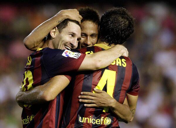 Футболисты Барселоны Лионель Месси, Неймар и Сеск Фабрегас (слева направо)