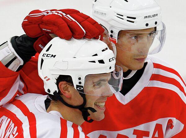 Игроки ХК Спартак Мэтт Андерсон (слева) и Александр Никулин