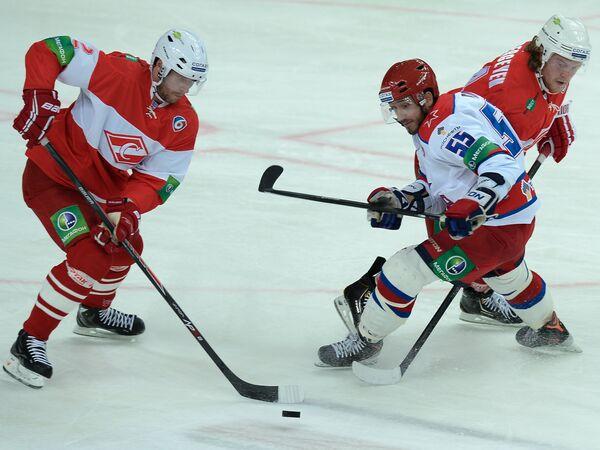 Дерон Куинт (слева), Брэндон Рид и Андрей Сергеев