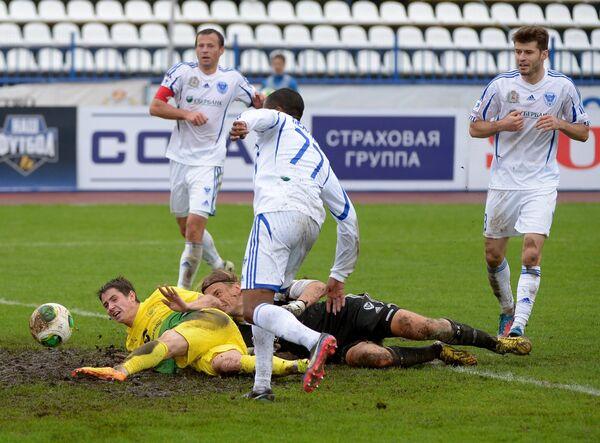 Игровой момент матча Волга - Анжи