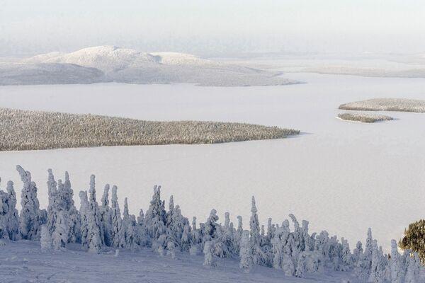 Озеро Имандра на Кольском полуострове