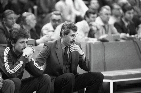Сергей Белов (справа)