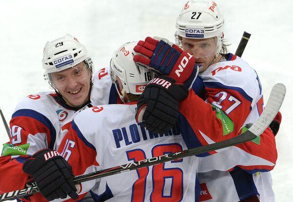 Хоккеисты Локомотива Егор Аверин, Сергей Плотников и Стаффан Кронвалль (слева направо)