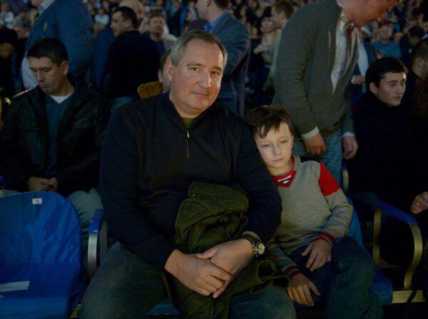 Дмитрий Рогозин с внуком Федором