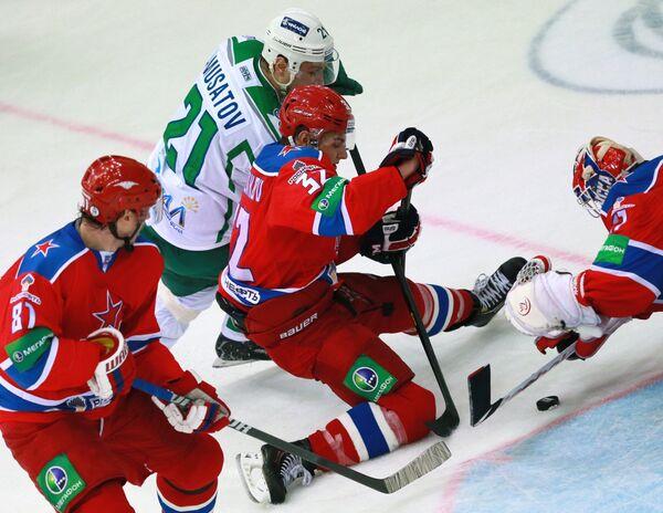 Игровой момент матча ЦСКА - Салават Юлаев