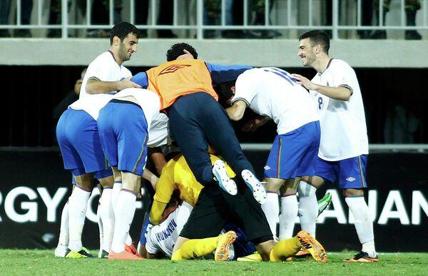 Футболисты сборной Азербайджана радуются голу Махира Шукюрова