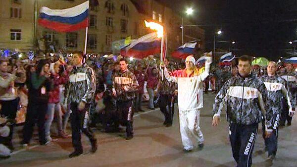 Сотни горожан и ансамбль встретили олимпийский огонь Игр-2014 в Рязани