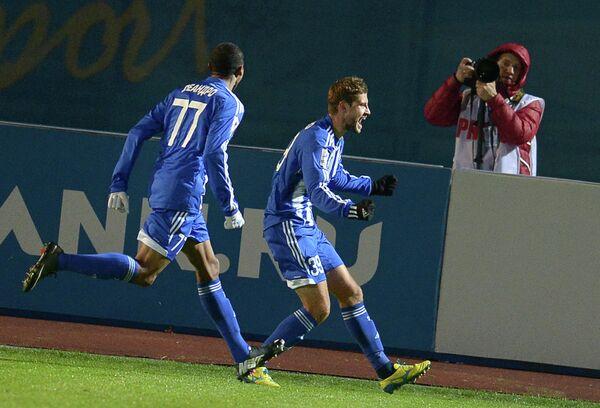 Игроки ФК Волга Леандро (слева) и Артем Даниленко