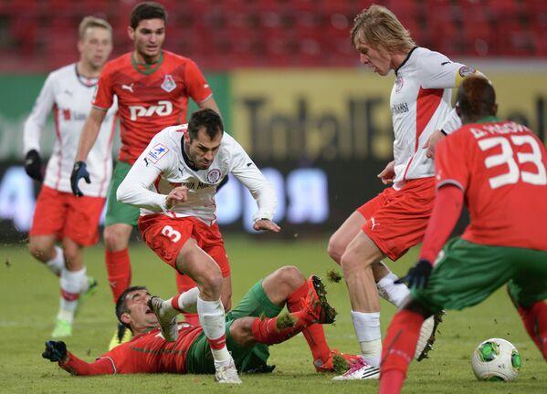 Игровой момент матча Локомотив - Амкар