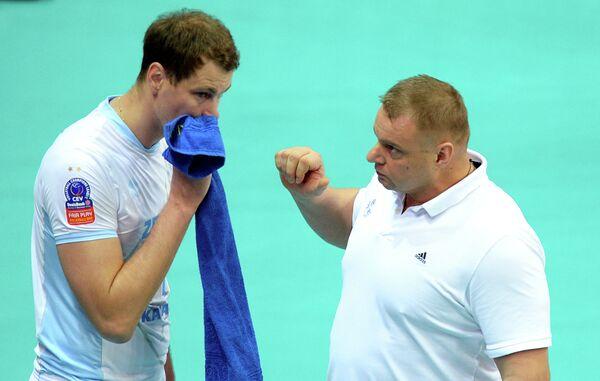 Алексей Казаков (слева) и главный тренер ВК Зенит-Казань Владимир Алекно