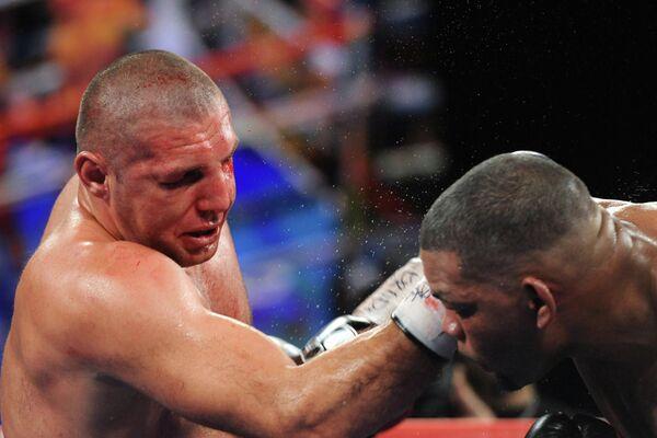 Россиянин Магомед Абдусаламов проиграл кубинскому супертяжеловесу Майку Пересу.