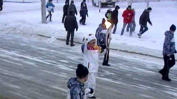 Олимпийский огонь пронесли по заснеженным улицам Нефтеюганска