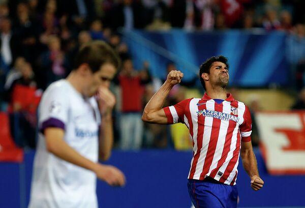 Полузащитник Атлетико Диего Коста радуется мячу, забитому в ворота Аустрии