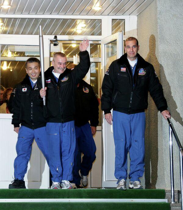 Члены экипажа ТПК Союз ТМА-11М: астронавт ДжАКСА Коичи Ваката, космонавт Роскосмоса Михаил Тюрин и астронавт НАСА Рик Мастраккио