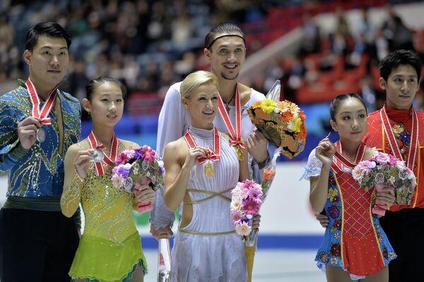 Церемония награждения призеров NHK Trophy в парном катании