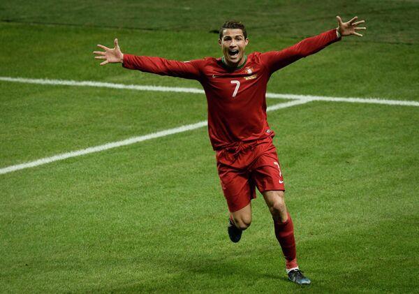 Нападающий сборной Португалии Криштиану Роналду после хет-трика в ворота сборной Швеции